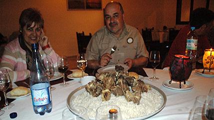 Cenando carne de camello