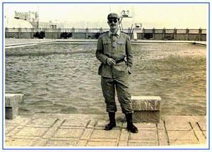 Enric Bayé a la piscina de la caserna Alejandro Farnesio