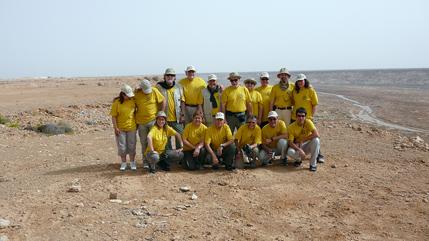 Foto del grupo con el fondo de la sagia